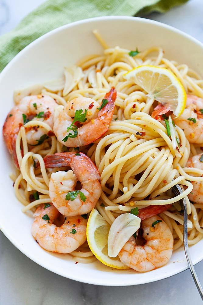 Shrimp scampi recipe with wine.