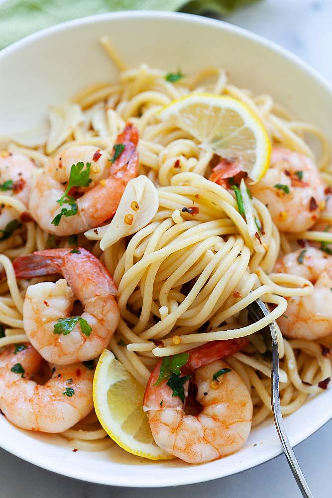 Shrimp scampi pasta with spaghetti.